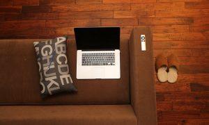 Dřevěnná podlaha v obýváku