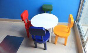 Barevný stůl pro děti