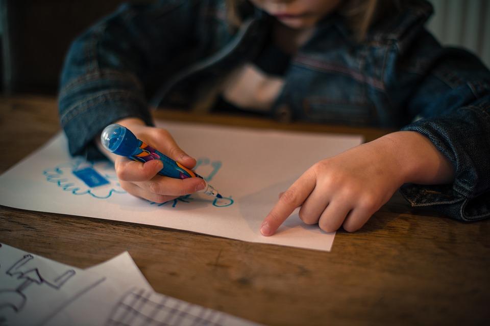 Dětský stůl na kreslení