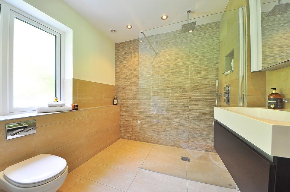 Průhledná sprchovací stěna