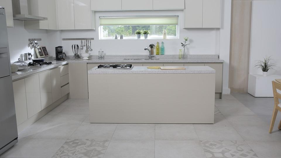 Moderní kuchyně s digestoří