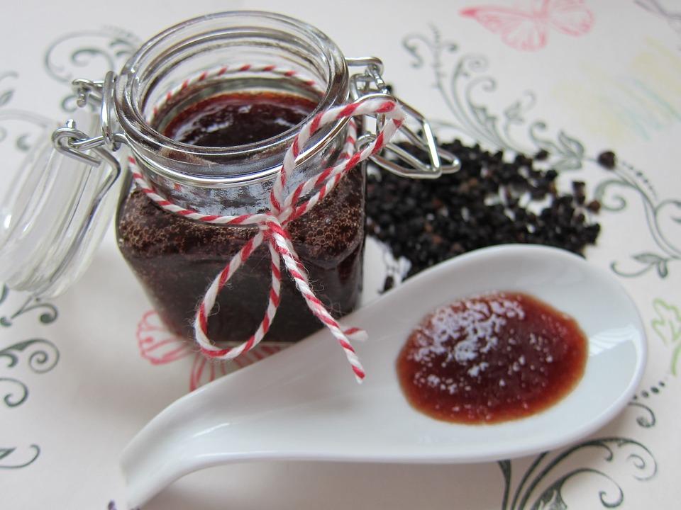 Bezinková marmeláda ze zavařovače