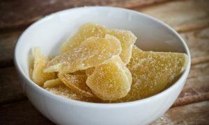 miska se sušeným ovocem