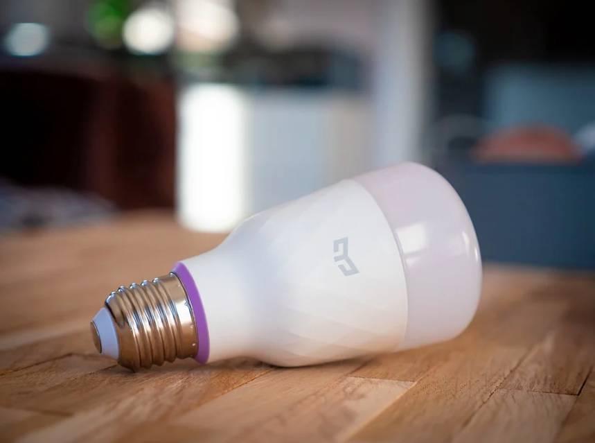 Smart osvětlení může tvořit jenom smart žárovka