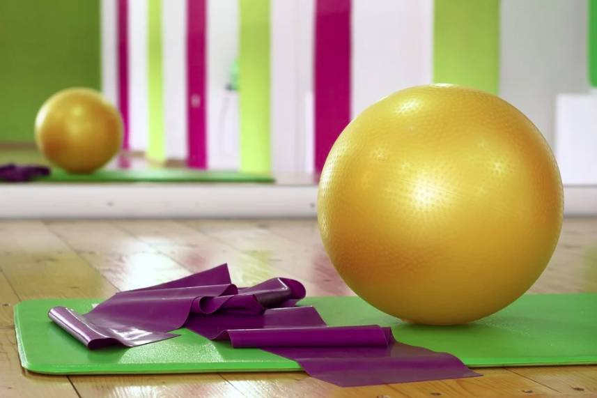 Domácí cvičení je dobrým způsobem, jak se udržet fit