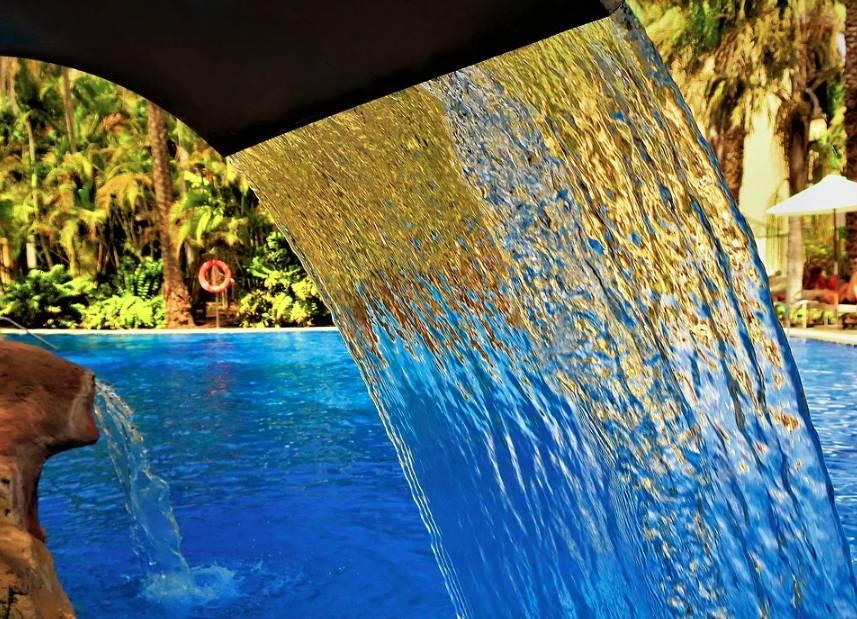 Bazénové příslušenství může mít i dekorativní funkci