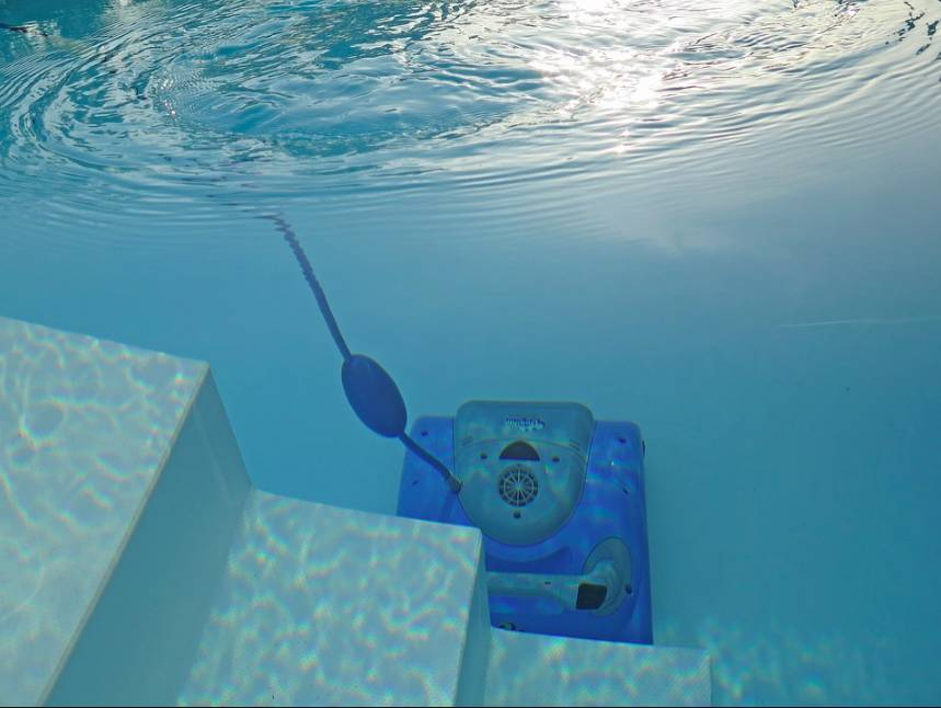 Údržba bazénu je díky správným pomůckám jednoduchá