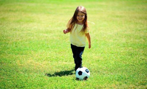 Fotbal na zahradě baví malé i velké