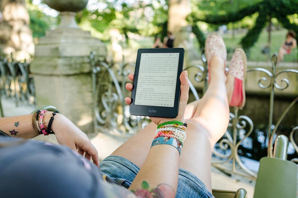 Čtečka e-knih má řadu výhod