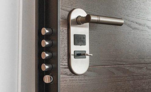 Bezpečnostní dveře jsou základním prvkem zabezpečení domácnosti